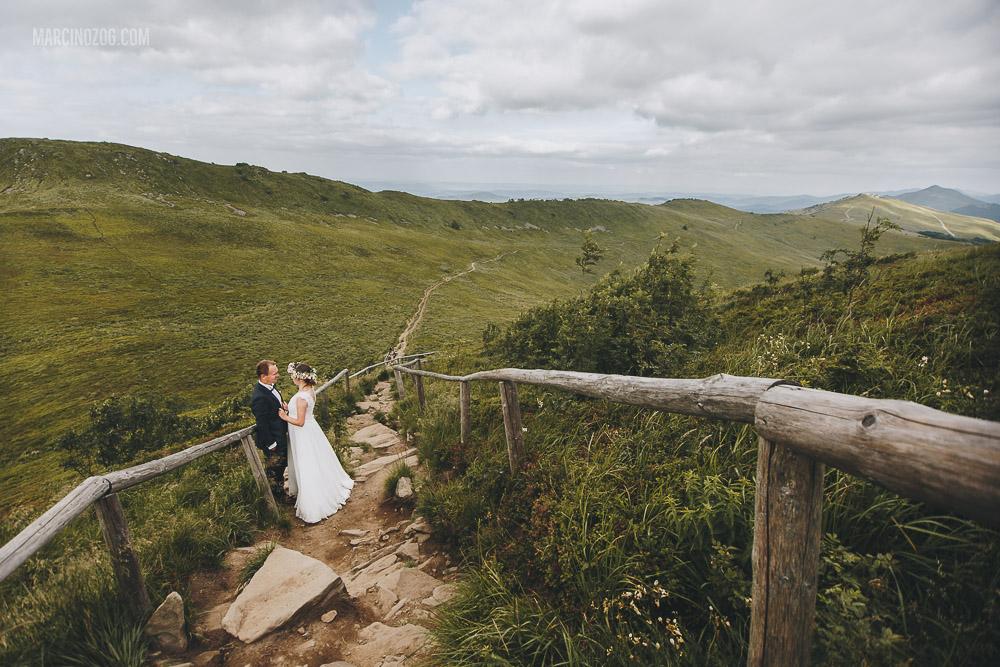 W drodze do Chatki Puchatka - sesja ślubna
