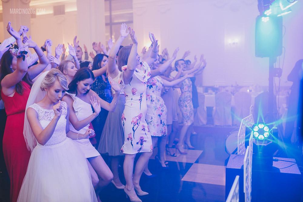 Przy scenie podczas wesela w Hotelu Łańcut
